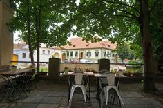 The terrace of Café Turrepitz, located inside the walls of St. Margaret's Church, Mediaș Lazy Summer Days, Medieval Fortress, Summer Palace, Bucharest, Months In A Year, World Heritage Sites, Small Towns, Nice View, Old Town