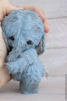 Купить или заказать Слоник тедди ЯШЕНЬКА   Тедди слон в интернет-магазине на Ярмарке Мастеров. Маленький, пушистый, нежный, немного грустный слоник Яшенька ищет самую любящую и заботливую хозяйку! Такого малыша доверим только ей :) Слоник тедди сшит полностью вручную из итальянской вискозы, невероятно приятной на ощупь. Росточек слоника всего 10 см. Малыша просто не хочется выпускать из рук: он упитан, сладок и очень тискателен :) Трогательности слонику добавляет роскошный хвостик.