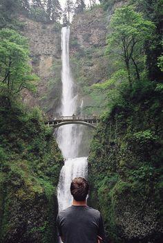Looking at Multnomah Falls, in Oregon//