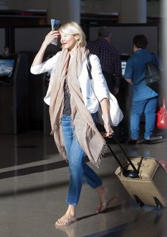 Cameron Diaz~Casual airport style