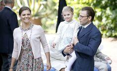 Prins Daniel: 'We zijn best streng voor Estelle' >>