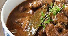 Mehevä palapaisti on perinteinen syksyn ja talven liharuoka. Pyöristä liemen maku halutessasi kermalla ja keitä lisukkeeksi perunoita. Katso resepti! Pork Recipes, Snack Recipes, Cooking Recipes, Snacks, Good Food, Yummy Food, Bon Appetit, Curry, Food And Drink