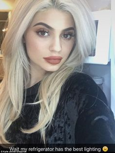 20 Kylie Jenner Hairstyles To Die For,Kylie Jenner Hairstyles - Bedhead Blonde Hair. Estilo Kylie Jenner, Estilo Kardashian, Kendall And Kylie Jenner, Kris Jenner, Kardashian Jenner, Kourtney Kardashian, Kylie Jenner Hair Blonde, Kylie Jenner Lips, Kardashian Kollection