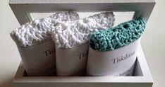 Virkkaamieni tiskiliinojen ohjetta on kyselty ja tässä se nyt vihdoin on :) Koitin saada ohjeesta mahdollisimman helposti seurattavan. Jos... Diy And Crafts, Arts And Crafts, Merino Wool Blanket, Knit Crochet, Decorative Boxes, Crafty, Knitting, Lace, How To Make