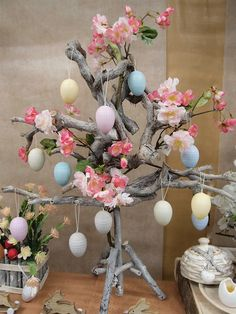 Paper Flowers Diy, Easter Crafts For Kids, Centre Pieces, Easter Eggs, Art For Kids, Xmas, Diy Crafts, Hobby, Easter Tree