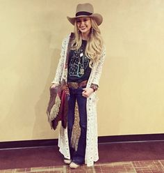 Thank you @warbonnet_hat_works for the redo on my lace hat! One good thing about these hats you can change the bands and shape and have a whole new hat! Also lovvvvvvve my cactus shirt from @shopsouthernhoneyboutique I love working on her stuff!