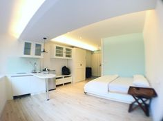 where I stayed in Taipei. my friend prepared this nice room. thanks Weiwei!