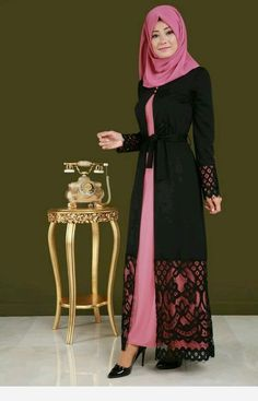 Love the black coat over the pink. Wonderful big pattern on the wide lace. Pink is another of my favorite colors. Islamic Fashion, Muslim Fashion, Modest Fashion, Fashion Dresses, Mode Abaya, Abaya Designs, Muslim Dress, Islamic Clothing, Moda Emo
