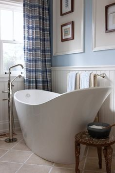 Love this bath tub! Ironic that it looks like a pour spout on one side because once I got in it, you would have to pour me out of it. I'd never want to get out!