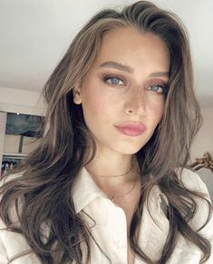 Inside Jessica Clements' everyday beauty bag must-haves Jessica Clement, Fall Makeup Looks, Natural Makeup Looks, Most Beautiful Eyes, Radiant Skin, Everyday Makeup, Vogue, Freckles, Hair Makeup