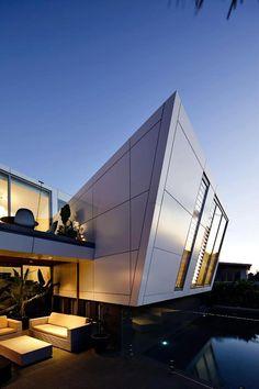 MODERN  *passerelle et orthogonalité bâtiment