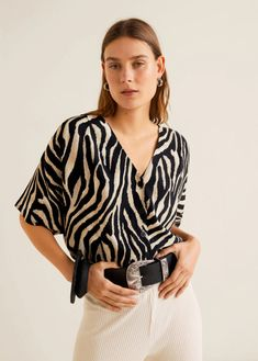 The animal print du jour? Well, according to the Fall 2019 runways, Kendall Jenner and Bella Hadid, it's zebra print. And the stripes even work in spring. Vivi Fashion, Join Fashion, Animal Print Outfits, Animal Print Fashion, Beautiful Blouses, Beautiful Outfits, Zebra Print Clothes, Blusas Animal Print, Kimono Design