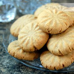 Ciasteczka w sam raz dla amatorów chałwy, gdyż tahini (inna nazwa: tahina) to nic innego jak pasta sezamowa. Taką pastę można kupić już...