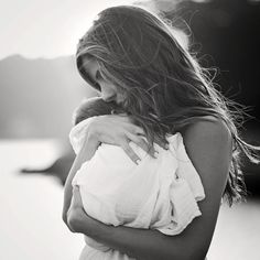 Just gorgeous mother and child (baby) black and white photography inspiration #clickinmoms #clickaway