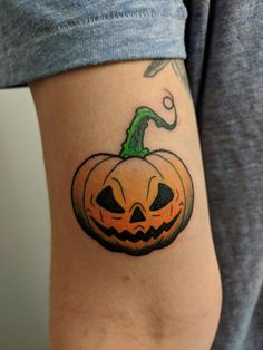 Done by Zion Guzman at The Wolf Den Custom Tattoo Studio in Arvada Colorado. Future Tattoos, New Tattoos, Body Art Tattoos, Tattoo Drawings, Cool Tattoos, Dragon Tattoos, Pumpkin Tattoo, Spooky Tattoos, Piercing Tattoo