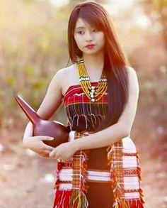Traditional wear of Nagaland. Myanmar Traditional Dress, Traditional Dresses, Batik Kebaya, Culture Clothing, Ethnic Dress, Beautiful Girl Indian, Traditional Looks, Dress Makeup, Ethnic Fashion