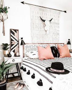 Western Bedroom Decor, Bohemian Bedroom Decor, Bohemian Style Bedrooms, Boho Room, Room Ideas Bedroom, Home Decor Bedroom, Master Bedroom, Bedroom Black, Single Girl Apartment