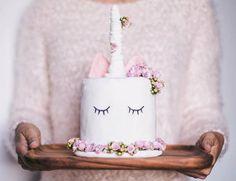 Vous cherchez de nouvelles idées pour décorer vos gâteaux d'anniversaire ? Et si vous vous essayiez au cake licorne, la nouvelle folie d'Instagram ? Bienque la licorne sibérienne, appartenant à une espèce de grands rhinocéros s'est éteinte il y a 29 000 ans, le mythe de ce cheval à corne laisse toujours aussi rêveur. En …