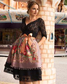 #7dresses #trachtenmiederrock #original #miederrock #trachtenbluse #black #wiesn2017 #oktoberfest2017 #munich #bavarian #dirndl #tracht #newlook #lace #folklore  NACH DER WIESN IST VOR DER WIESN!  @7dressesshop @rena.luu @piruschka1 @buntestun.   |   S❤