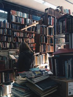 35 Charming Canadian Bookstores You Need To Visit Book Aesthetic, Aesthetic Girl, Aesthetic Pictures, Pokerface, Beach Reading, Cecile, Foto Pose, Book Girl, Book Photography