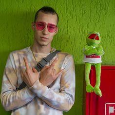 """Polubienia: 27.6 tys., komentarze: 82 – Żabson (@zabsonziomal) na Instagramie: """"Na kanale @newbadlabel nowy klip dla zjarusow.  Link w BIO  Wesołych Świąt 420 życzy Big Kermit ,…"""""""