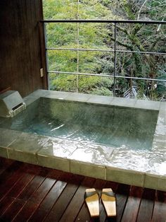 Japanese Soaking Tub with View of Forest | Gardenista