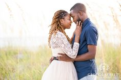 Winter got you down? Head to the coast with Scherika and Gregory for some dreamy beachside engagement portraits. See our favorite moments (and some creative props!) on our blog today.