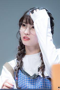 Twice - Momo Nayeon, Kpop Girl Groups, Korean Girl Groups, Kpop Girls, Fandom, K Pop, Chou Tzu Yu, Pop Photos, Hirai Momo