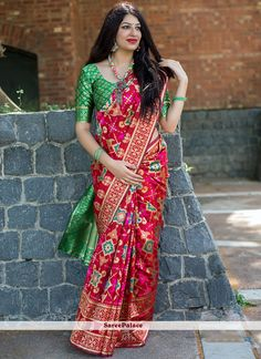 Cherry red saree with blouse. Paired with the matching blouse piece. Designer Silk Sarees, Art Silk Sarees, Designer Sarees Online, Banarasi Sarees, Indian Designer Wear, Bandhani Saree, Kanchipuram Saree, Sari Blouse, Saree Blouse Designs