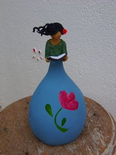 Clay Projects, Clay Crafts, Diy And Crafts, Decorative Gourds, Hand Painted Gourds, Wine Bottle Crafts, Bottle Art, Biscuit, Paper Mache Sculpture