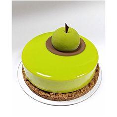 Apple-Pecan-spice. Песочный штройзель с имбирем, яблоко с таитянской ванилью и ромом, креме с корицей, карамелизованый пекан, мусс пралине пекан. #мкВеры #кондитерскиекурсы #кондитерскаястудияНикандровойВеры #европейскиедесерты