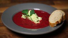 Beyazın hakim olduğu bir günde kıpkırmızı bir pancar çorbası hayatına renk katabilir! İşte günün tarifi...    http://www.24kitchen.com.tr/tarifler/kirmizi-pancar-corbasi