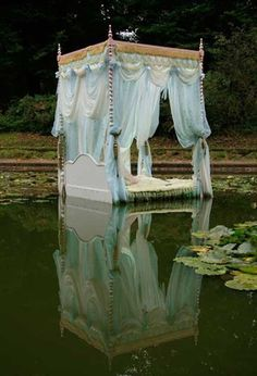 lady of shalott #alice #wonderland #Sewcratic