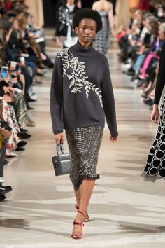 https://www.vogue.com/fashion-shows/fall-2018-ready-to-wear/oscar-de-la-renta/slideshow/collection#45