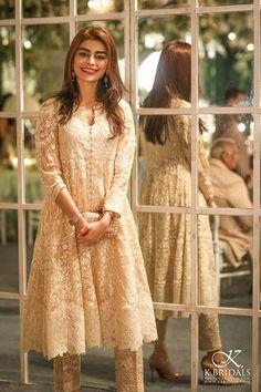 Unique Party Wear Dresses For Pakistani Girls 2017 Beautiful Pakistani Dresses, Pakistani Wedding Dresses, Pakistani Outfits, Indian Outfits, Pakistani Girl, Pakistani Dress Design, Dress Indian Style, Indian Dresses, Party Wear Dresses