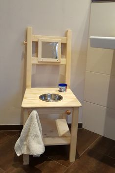 Washstand Montessori learning tower Wash basin for children Furniture . - # for # learning tower . Living Furniture, Kids Furniture, Handmade Childrens Furniture, Learning Tower Ikea, Montessori Toddler Rooms, Baby Room Colors, Room Baby, Diy Play Kitchen, Diy Bebe
