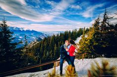 Sedinta foto Save the date inainte de nunta Couple Posing, Couple Photography, Save The Date, Picnic, Dating, Photoshoot, Poses, Engagement, Mountains