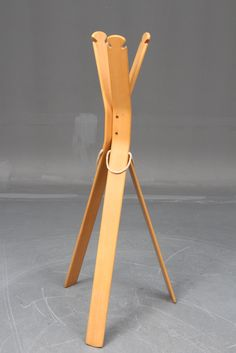 Giovanni Offerdi; Molded Beech and Rope Coatrack for Crassevig, 1975.