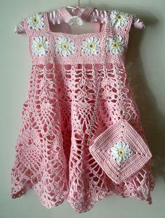 Rosa alluncinetto estate vestito con margherite. Il modello include archetto e borsa corrispondente. Taglia 3-5 anni vecchi ma crescere con il