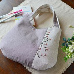A bag with a natural color finish is completed . ナチュラルな色合いの手提げバッグが出来上がりました。 #handmade #bag #バッグ #刺繍
