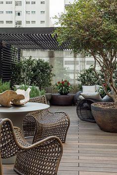 Navegue por fotos de Jardins modernos: Lounge das Jabuticabeiras. Veja fotos com as melhores ideias e inspirações para criar uma casa perfeita.