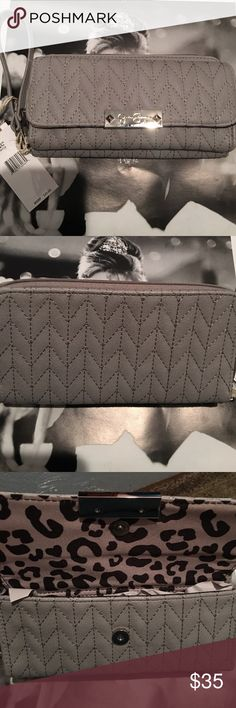 Jessica Simpson gray wallet/wristlet Jessica Simpson gray wallet/wristlet . New with tags , never used .❌No low ball offers please❌ Bags Wallets