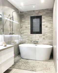 Tub Shower Combo, Shower Tub, Modern Bathroom Design, Bathroom Interior, Wet Rooms, Amazing Bathrooms, Corner Bathtub, Master Bathroom, House Plans