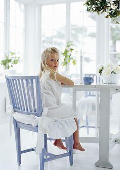 Vacker Leksandstol målad i ljusblått.  Produktinfo samt fler bilder finns på: http://www.solgarden.se/vara-produkter/stolar/leksandstol