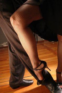 Hablemos deTango… Es imposible determinar la fecha de nacimiento del Tango por carecer de documentos escritos. . Sin embargo, la mayoría de los estudios fijan los comienzos de la música y el baile en 1880 en la ciudad de Buenos Aires. ( entrar para leer más)