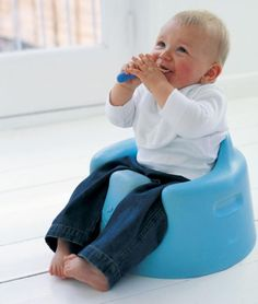 Heath LOVED his Bumbo chair. We will definitely be using it with our second baby boy! Baby Up, Baby Fever, Baby Boys, Second Baby, First Baby, Baby Number 2, Todays Parent, Baby Nursery Organization, Baby Gadgets
