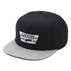 The Full Patch Snapback Hat is an 80% acrylic, 20% wool 5-panel snapback hat with a Vans patch at the front panel.