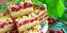 Raspelkuchen mit Himbeeren und Pudding