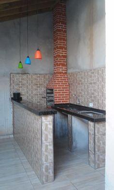 churrasqueira com balcão de pia e fogão cooktop e balcão para refeições