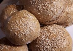 Teljes kiőrlésű házi zsemle Bread Recipes, Diet Recipes, Diabetic Recipes, Healthy Recipes, How To Make Bread, Healthy Life, Hamburger, Food And Drink, Homemade